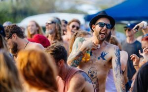 Crowd Sings, Peregian Originals - Henry Glover Music Festival Photographer © 2020