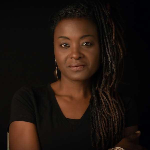 Sharon Brooks, Actress / Musician. Professional Headshots, Noosa Heads.